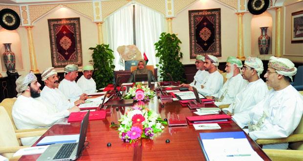 مجلس جامعة السلطان قابوس يناقش تأسيس منتدى للاتصال الطلابي وتقليص الموازنة الجارية