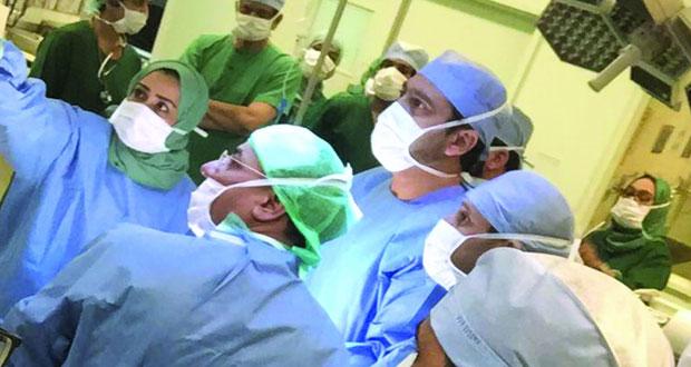 مستشفى جامعة السلطان قابوس ينجح في استئصال الغدة الدرقية بالمنظار المرئي