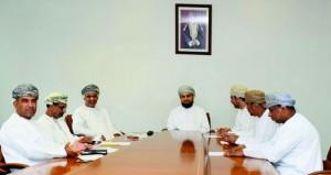 لجنة الشؤون البلدية بمسقط تناقش تنفيذ عدد من الخدمات