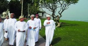 بلدية مسقط تنفذ زيارة ميدانية لعدد من المشاريع الخدمية في ولايات مطرح وبوشر والسيب
