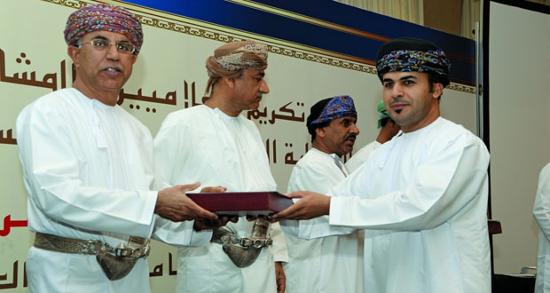 بلدية مسقط تكرم الإعلاميين المشاركين في تغطية فعاليات مهرجان مسقط