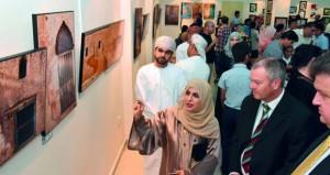 معرض فني مشترك بالجمعية العمانية للفنون التشكيلية بصحار