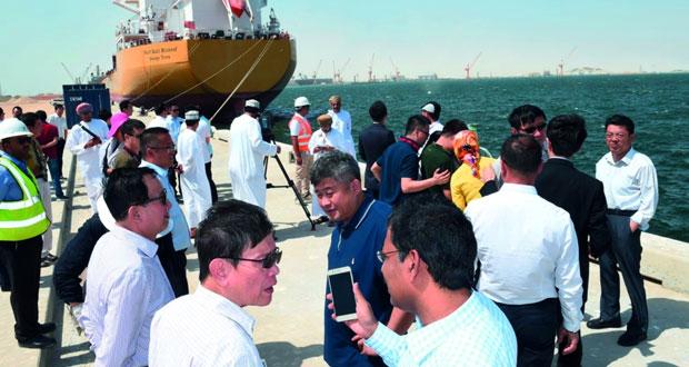 مسؤولون صينيون يزورون ميناء الدقم والحوض الجاف