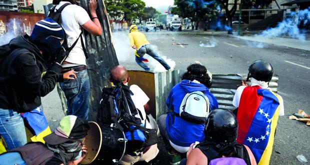 فنزويلا: كراكاس تشهد مواجهة عنيفة بين مؤيدي مادورو ومعارضيه