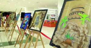 """100 لوحة لـ """" حكاية فن """" في معرض للفنون التشكيلية بنـزوى"""