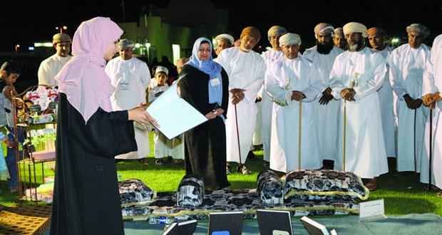 الأسرة التربوية تحتفي بالمبادرة القرائية لمدارس ولاية الرستاق