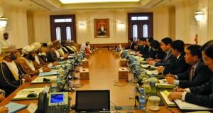 بحث أوجه التعاون الثنائي بين السلطنة وكوريا في مختلف المجالات