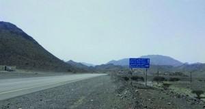 طريق وادي الحيملي بالرستاق بحاجة الى عدد من الخدمات الضرورية