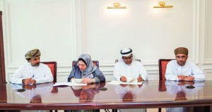 توقيع  ترخيص يتيح محتوى الرسائل الجامعية والمجلات العلمية المحكمة بجامعة السلطان قابوس لمؤسسة دار المنظومة