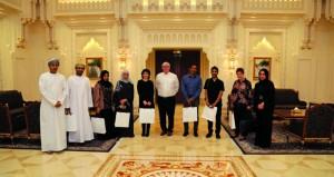 الوفد المشارك بحلقة العمل حول الهوية المعمارية يزور دار الأوبرا السلطانية والمتحف الوطني