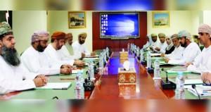 أعضاء اللجنة التشريعية والقانونية بالشورى يستعرضون موضوعات متعلقة بحقوق الإنسان