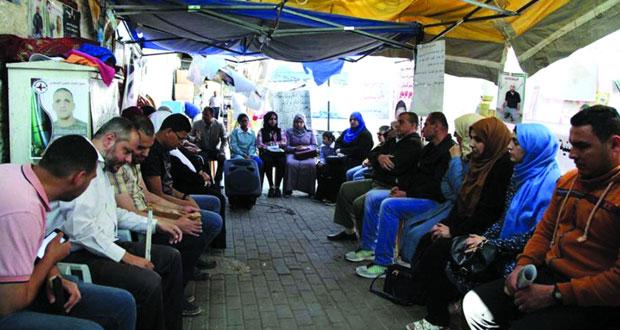 سلطات الاحتلال تواصل سياسة التنكيل بأهالي الأسرى وتنقل معتقلين من (نفحة) إلى (الرملة)