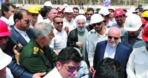 رئاسية إيران: روحاني يحذر من التطرف وخامنئي ينتقد سياسته