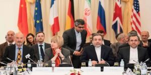 إيران : خامنئي يدعو المرشحين لـ(الرئاسية) إلى التركيز على الشعب