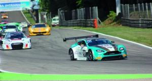 الحارثي وعمان لسباقات السيارت يسجلان إنجازاً جديداً لرياضة السيارات العمانية