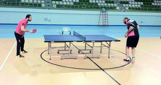 الهاشمي يتوج بلقب بطولة التحدي لكرة المضرب الأولى بالبريمي