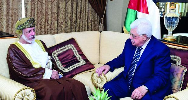 الرئيس الفلسطيني يلتقي الوزير المسؤول عن الشؤون الخارجية وسفراء الدول العربية المعتمدين لدى السلطنة قبل مغادرته البلاد أمس