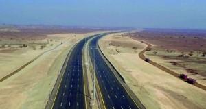 """""""النقل والاتصالات"""" تفتتح 34 كيلومترا إضافيا من مشروع طريق الباطنة السريع """"تقاطع العقر ـ لوى"""""""