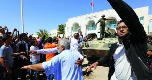 تونس: مواجهات بين الأمن ومتظاهرين يغلقون منشآت نفطية