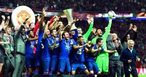 خبرة مانشستر يونايتد تتخطى شباب أياكس امستردام وتتوج باللقب وتذكرة دوري الأبطال