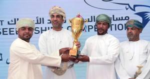 تكريم الصيادين المشاركين في مسابقة السيب الأولى لصيد الأسماك
