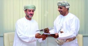 التوقيع على اتفاقية الدراسات والاستكشافات التنقيبية للمعادن بمنطقتي منجي والشويمية