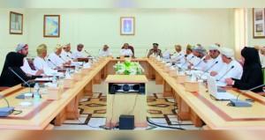 المجلس البلدي بالبريمي يناقش أهم المشاريع الإستراتيجية بمنطقة البريمي الصناعية