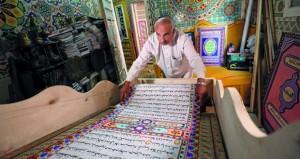 خطاط مصري يسعى لدخول موسوعة جينيس بـ (مصحف) طوله 700 متر
