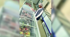 بلدية مسقط تكثف الحملات التفتيشية على المنشآت الغذائية