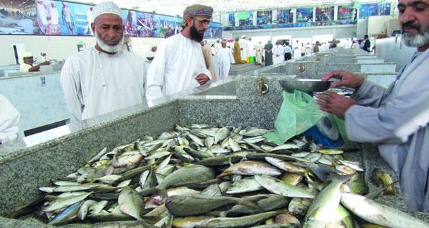 """""""الزراعة والثروة السمكية"""" تعمل على تطوير منظومة الأسواق السمكية في السلطنة"""