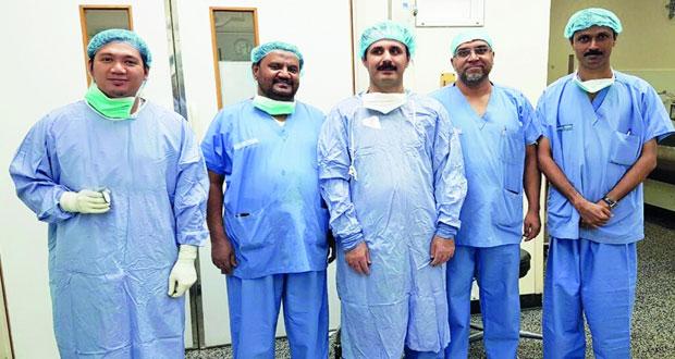 المستشفى السلطاني ينجح في استئصال الغدة الدرقية عبر الفم بواسطة المنظار الجراحي