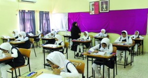 بدء امتحانات نهاية الفصل الدراسي الثاني للعام الدراسي (2016 ـ 2017) بمختلف مدارس السلطنة
