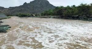 تواصل هطول الأمطار على عدد من ولايات السلطنة الأهالي يستبشرون بتحسن مناسيب مياه الأفلاج والمياه الجوفية