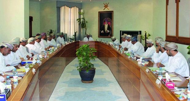 وزير الاسكان يدعو الى تسريع توزيع الاراضي على المواطنين