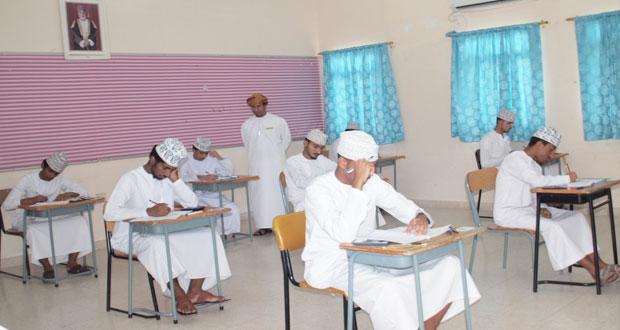 أجواء من الهدوء والانضباط مع بدء امتحانات دبلوم التعليم العام للفصل الدراسي الثاني