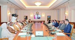 بحث مجالات التعاون بين السلطنة ووفد مجلس المستشارين المغربي