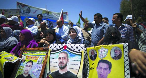 الفلسطينيون يحتفلون بانتصار الأسرى وتأكيد على استمرار (معركة الكرامة)