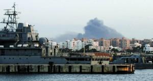 ليبيا: مقتل العشرات باشتباكات في طرابلس ونقل رموز نظام القذافي من سجن (الهضبة)