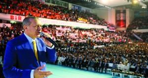 اردوغان يعود إلى رئاسة الحزب الحاكم ويتعهد بمحاربة الأعداء