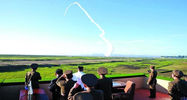 كوريا الشمالية تختبر صاروخا باليستيا وسط تنديد من جيرانها