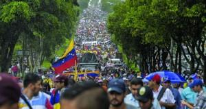 فنزويلا: أكثر من 200 ألف متظاهر ضد مادورو