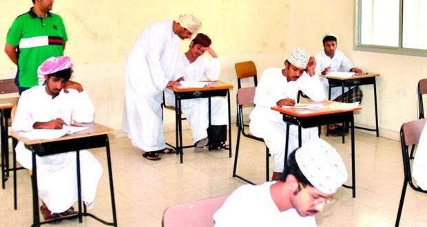 ختام الأسبوع الأول لامتحانات دبلوم التعليم العام بمحافظة ظفار