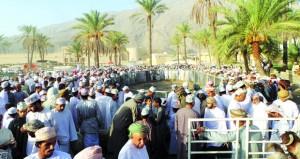 حركة تجارية نشطة تشهدها هبطة العيد بسوق الرستاق