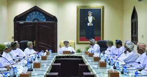 مناقشة استعدادات بلدية ظفار للموسم السياحي وفعاليات مهرجان صلالة السياحي