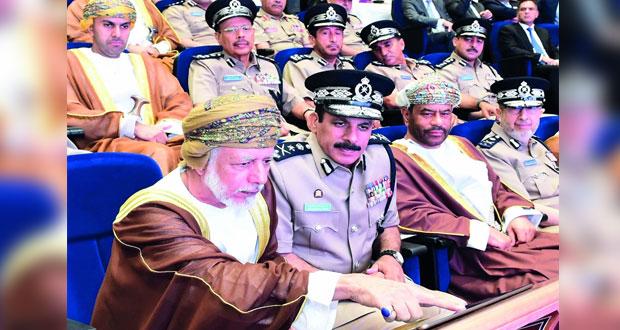شرطة عمان السلطانية تحتفل بتدشين التأشيرة الإلكترونية