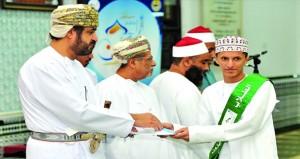 تكريم الفائزين فـي مسابقة القرآن الكريم بصلالة
