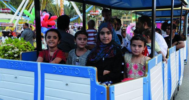 الزيارات العائلية والسياحة الداخلية عادات وممارسات جميلة تزين أيام عيد الفطر السعيد