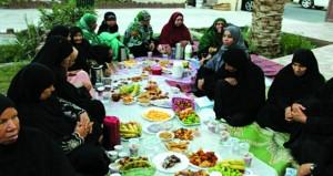 الجمعية العمانية لأصدقاء المسنين بالداخلية تقيم برنامج إفطار صائم