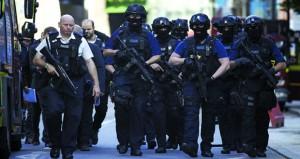 إرهاب جديد في لندن .. شاحنة تدهس حشدا ومسلحون يطعنون المارة بالسكاكين