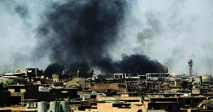 القوات العراقية تتقدم في (الموصل القديمة) والعبادي يتحدث عن (نصر قريب)